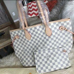 Neverfull shoulder bag size MM